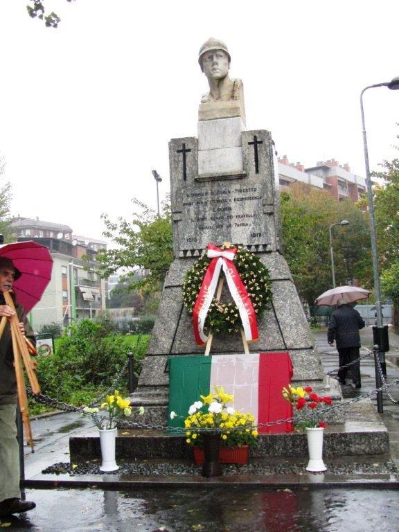 Monumento addobbato