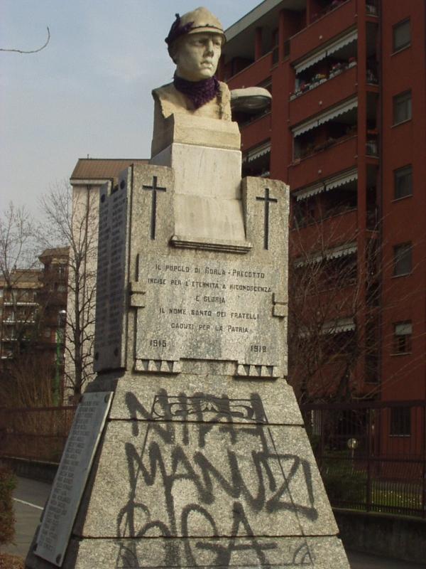 Monumento Caduti imbrattato