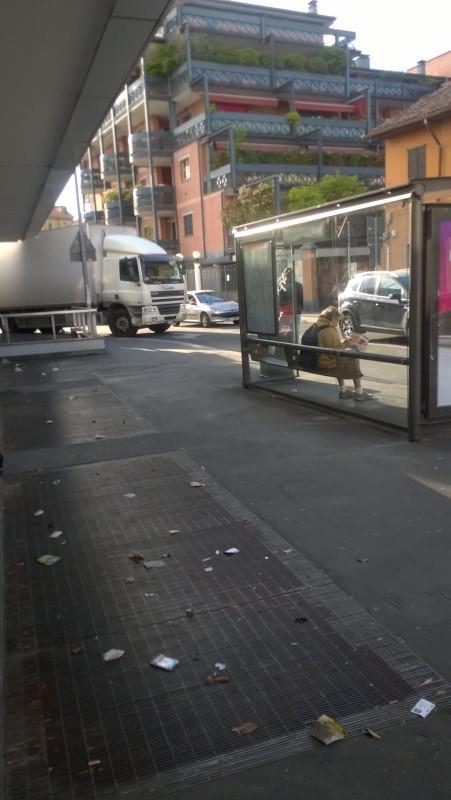 Soste invasive di autocarri in via Rucellai